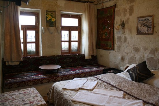 Caravanserai Cave Hotel : arch room
