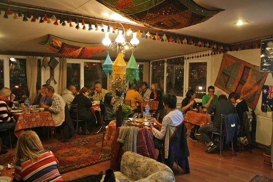 Caravanserai Cave Hotel: BBQ in restaurant