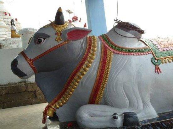 Cuttack, India: Bull statue