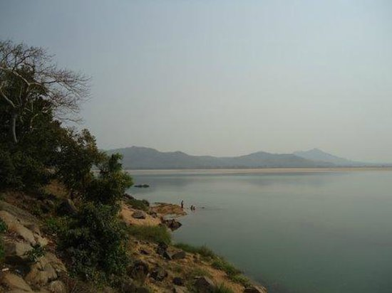 Mahanadi Barrage: Hills give the river a lovely backdrop