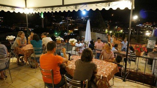 Caravanserai Cave Hotel: BBQ NİGHT