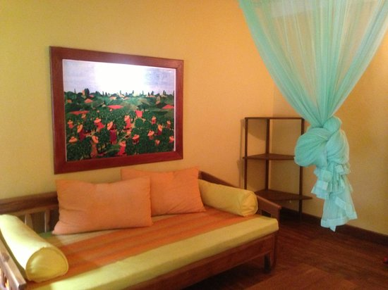 Dream Cafe & Guest House: There a hall area in the room which can sleep another two person
