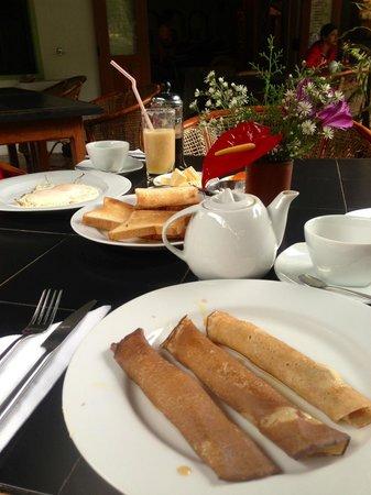 Dream Cafe & Guest House: Pancake with buffalo curd & honey breakfast menu