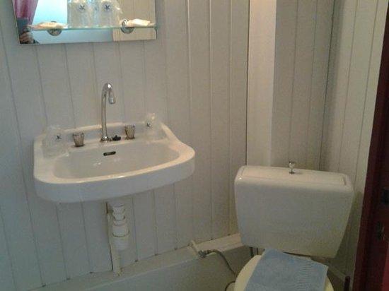 Hotel d'Angleterre : Les toilettes et le petit lavabo