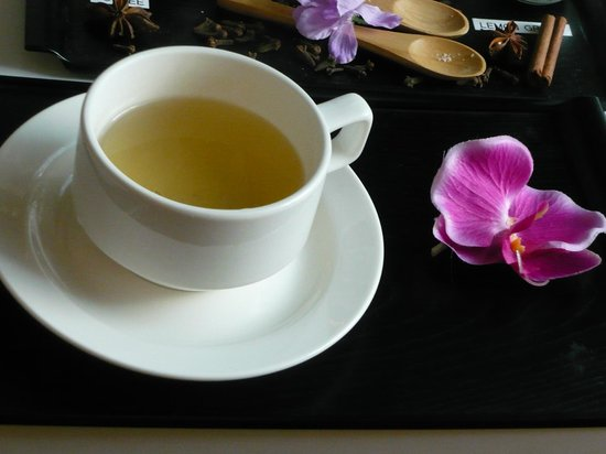 Amara Singapore: Ginger tea served in the spa