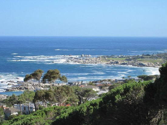 Entabeni Guest House: Camps Bay from Entabeni.