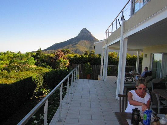 Entabeni Guest House: Breakfast at Entabeni on another lovely day in paradise.