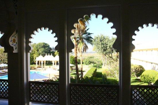 Trident Udaipur: Vue sur la piscine