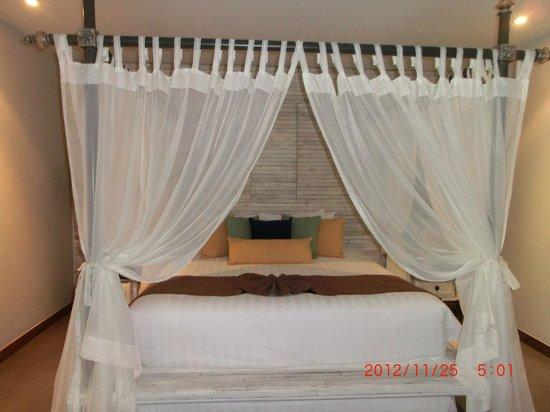 Dewa Phuket Resort Nai Yang Beach: Comfy big bed