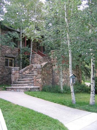 Meadow Creek Lodge: Front