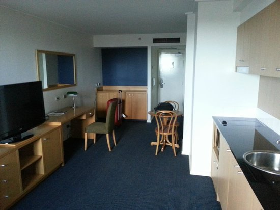 Waldorf Parramatta Apartment Hotel: Lounge/Dining room