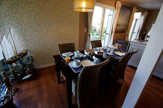 La Maison des 3 Plages : le petit-déjeuner dans notre salle à manger