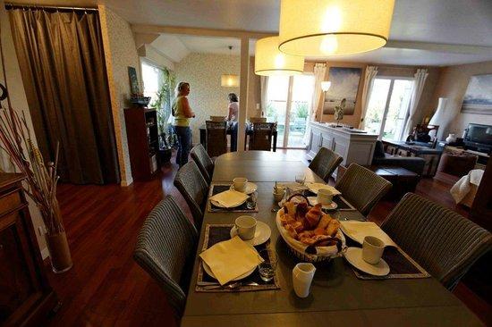 La Maison des 3 Plages : le petit déjeuner dans notre salle à manger