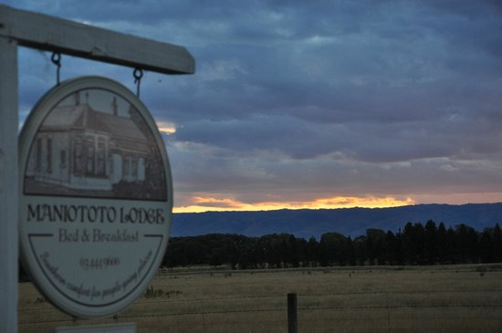 Maniototo Lodge:                   View from the road