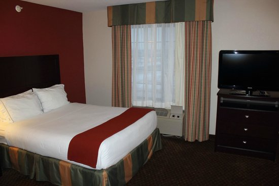 Holiday Inn Express - Pleasant Prairie: Bed