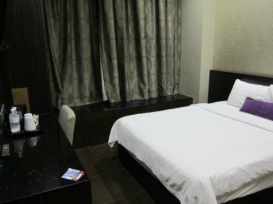V Hotel Lavender: Room 12-03 (12th floor)