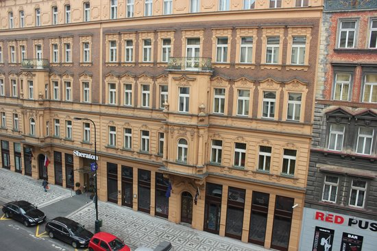 Hotel Praga 1: View from the room to Sheraton