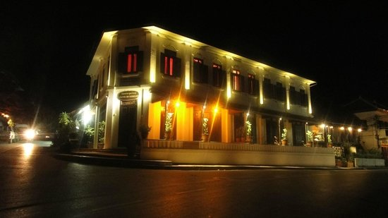 Saynamkhan Hotel: Night view