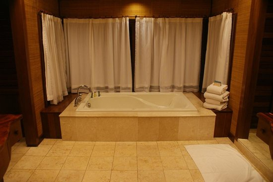 ฮิลตัน โบราโบร่า นุอิ รีสอร์ท&สปา: バスルーム。