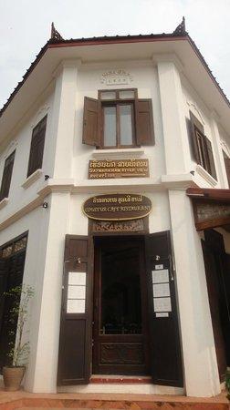 Saynamkhan Hotel: Restaurant entrance