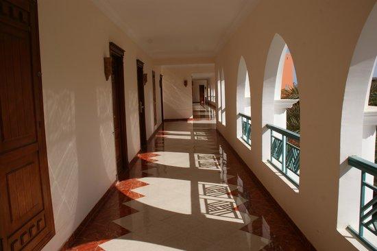 SUNRISE Garden Beach Resort -Select-: korytarz