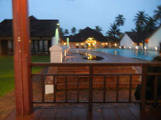 Abad Whispering Palms Lake Resort: Natural beuty