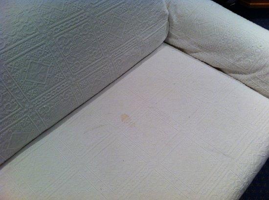 Parkhotel Pforzheim: Fleckige Couch