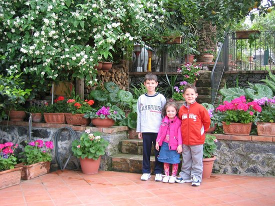 Villa Rosa  Etna Bed & Breakfast: Town center - kids always welcome