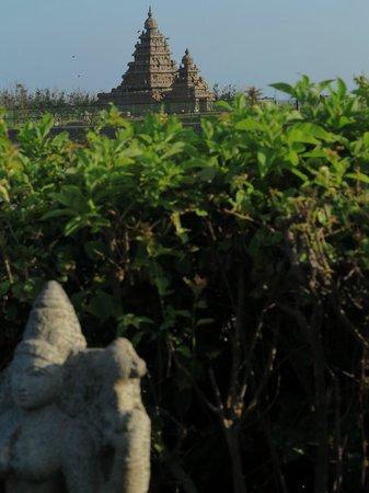 Sea Breeze Hotel : Blick zum Tempel vom Garten aus