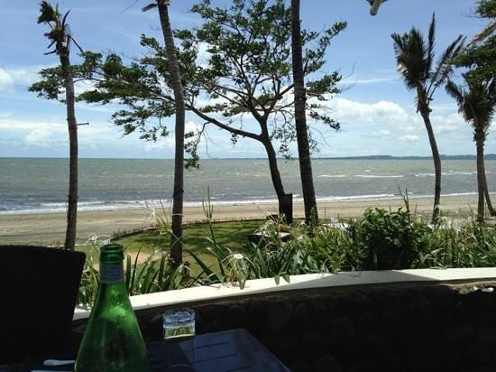 Sofitel Fiji Resort & Spa: View from Salt,overlooking the beach