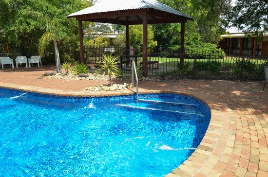 River Country Inn: Resort Pool and surroundings