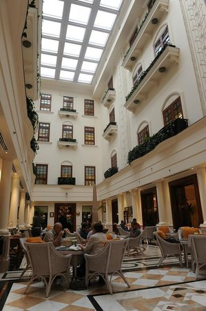 The Imperial Hotel: La sala dello high tea