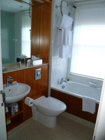 Apex City of Edinburgh Hotel: Bathroom