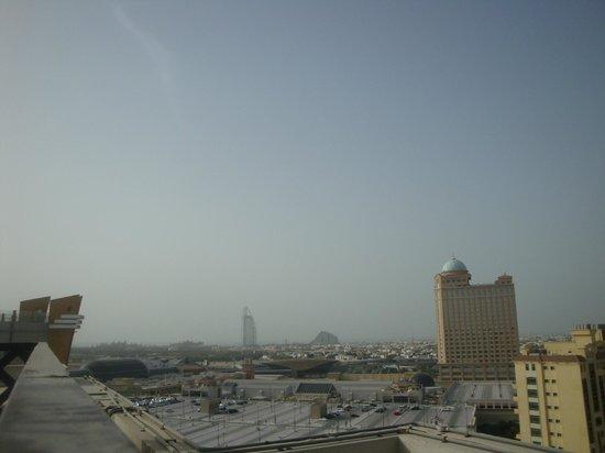 Citymax Al Barsha: vue depuis la piscine sur le toit