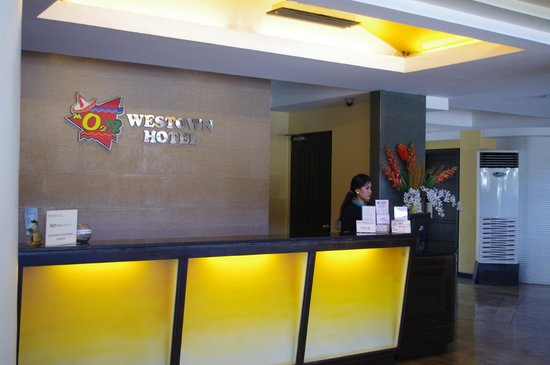 MO2 Westown Hotel Bacolod - Downtown: Reception with pleasant receptionist