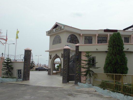 Anita Hotel:                   View of entrance to the hotel