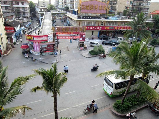 XI SHUANG BAN NA BANG HAI HOTEL: View from window -- busy street
