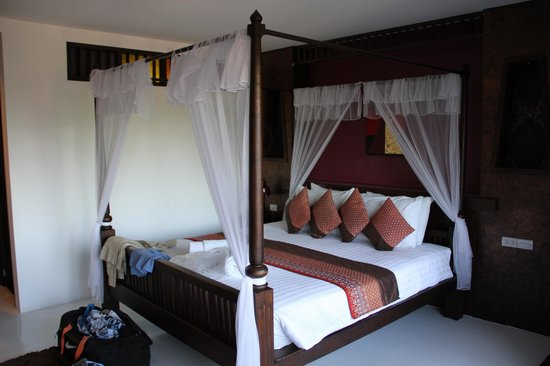 Dee Andaman Hotel: bed