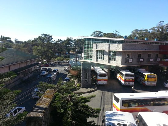 Microtel Inn & Suites by Wyndham Baguio: Overlooking Victory Liner bus terminal at the breakfast area