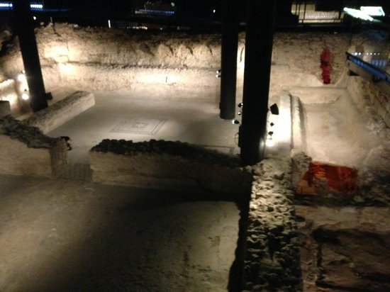 Badalona, สเปน:                                     Roman spa with a pool and furnace