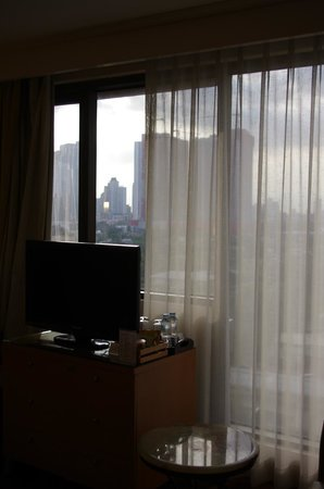 City Garden Hotel Makati: View of Makati Avenue from 8th floor