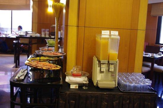 City Garden Hotel Makati: Breakfast