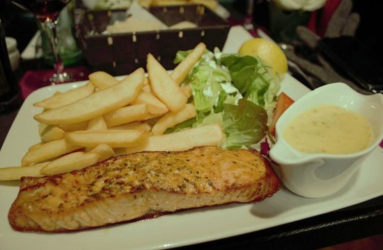 Boston Steak House: Salmon and fries