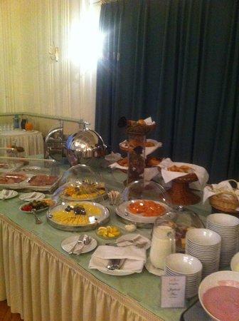 Hotel Schwarzer Baer: Breakfast