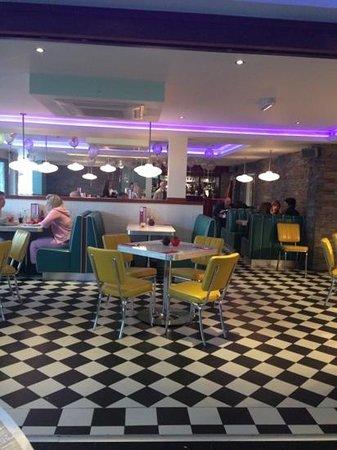 7 Hotel Diner: Diner shot 2