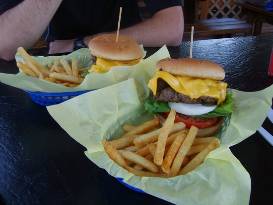 Helen's Corral Drive-In: Burgers time