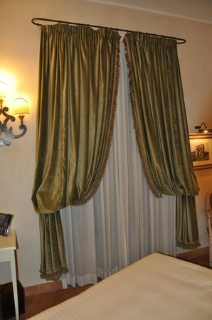 VOI Donna Camilla Savelli Hotel: Cortinas