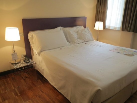 SuiteDreams Hotel: Quite comftable bed
