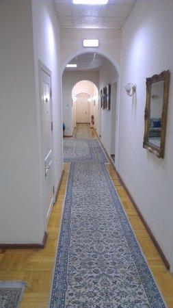 Azcot Hotel: Old corridor to rooms