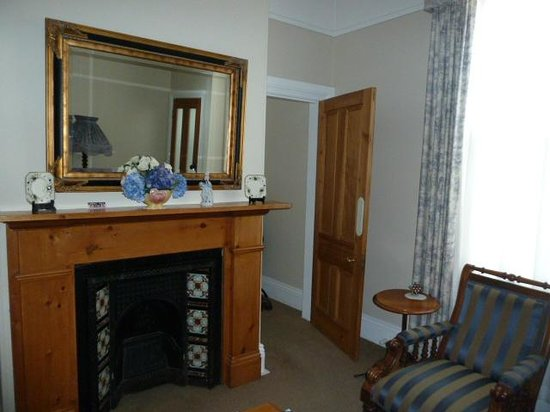 Ashton Gate Guest House: Room 5 lounge